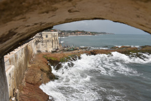 Brandung beim Cape Coast Castle